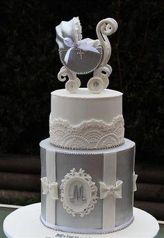 エリノアによってヴィンテージ銀乳母車ケーキ