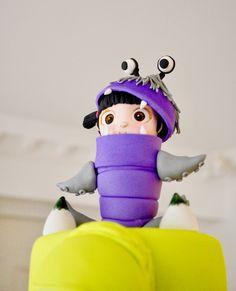 Enamorados de Boo ✨ By Jenny Ho Delicatesse Postres Panamá   #delicatessepostres #birthdayday #birthdaycake #dessert #postres #party #panama #bakery #fiestaspanama #cumpleaños #cake #bolos #pasteles #dulce #cakedesign #design #cakeartistry #instagramcake #celebration #monsterinc #pixarcakes #monsterincbirthday #gumpaste Monster Inc Cakes, Monsters Inc, Dinosaur Stuffed Animal, Photo And Video, Artist, Animals, Instagram, Cakes, Deserts