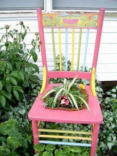 Chair planter - Outdoor Lawn and Garden Ideas - Garden Chair Cute Furniture, Garden Furniture, Painted Furniture, Outdoor Chairs, Outdoor Decor, Lounge Chairs, Arm Chairs, Dining Chairs, Hand Painted Chairs