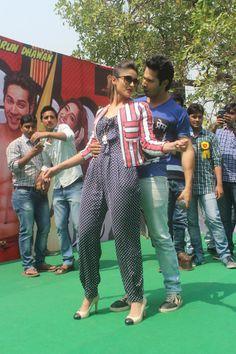 Varun Dhawan and Ileana D'Cruz promote Main Tera Hero at Kirori Mal College…