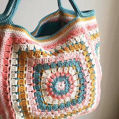 Marvelous Crochet A Shell Stitch Purse Bag Ideas. Wonderful Crochet A Shell Stitch Purse Bag Ideas. Crochet Market Bag, Crochet Tote, Crochet Handbags, Crochet Purses, Love Crochet, Bead Crochet, Beautiful Crochet, Crochet Hooks, Crochet Designs