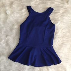 "Peplum bow top New, cinches at the waist, cute bow detail, peplum    Welcome to my closet   Reasonable Offers welcomed    No Trades or Holds   Serious buyers pls use blue Offer Button  ❗️ I don't respond to "" Lowest Price?"" comments   I do bundles   Fast Shipping  ✨ Pet free home  ♨️ Smoke free home  Thank you for visiting my closet Tops"