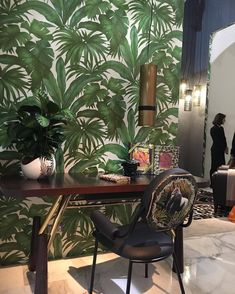 Only Versace could make green palmtree wallpaper look stylish Palm Leaf Wallpaper, Wallpaper Ceiling, Green Wallpaper, Bathroom Wallpaper, Print Wallpaper, Textured Wallpaper, Tropical Wallpaper, Versace Wallpaper, Milan Furniture