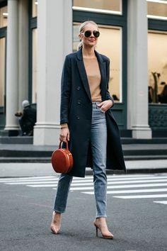 Stylové předjaří: Jde to i nenuceně, klíčem je jednoduchost Black Jeans Women, Coats For Women, Clothes For Women, Work Clothes, Winter Outfits For Work, Work Outfits, Holiday Outfits, Navy Coat, Fashion Jackson