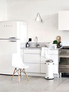 Ideas Kitchen Small Scandinavian Smeg Fridge For 2019 Home Kitchens, Kitchen Remodel, Kitchen Design, Kitchen Decor, Modern Kitchen, White Kitchen Tiles, Kitchen Interior, Smeg Fridge, Trendy Kitchen