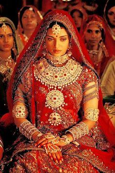 Aishwarya Rai Bachchan as Queen Jodha in Jodha Akbar ( Bridal Wear ) Bollywood Bollywood Stars, Bollywood Fashion, Bollywood Bridal, Bridal Outfits, Bridal Dresses, Indian Dresses, Indian Outfits, Estilo India, Rajasthani Bride