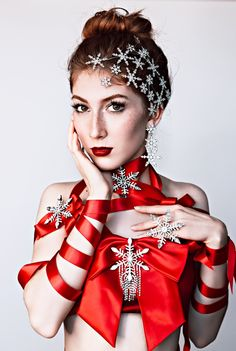Festive luxury Christmas editorial by Lary Rauh, ice queen, red ribbons, snowflake jewelry Pin Up Photography, Christmas Photography, Creative Photography, Jeanne Lanvin, Christmas Editorial, Christmas Fashion, Christmas Makeup, Christmas Scenes, Christmas Time