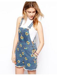 Latz-Shorts aus Denim mit Sonnenblumenmuster - ASOS - Latz-Shorts aus Denim mit Sonnenblumenmuster