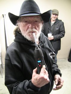 Willie Nelson 'On the Vape Again' Willie is a vaping machine! Medical Marijuana, Cannabis, Portable Vaporizer, Best Vaporizer, Willie Nelson, Vape Juice, Drying Herbs, Celebs, Pure Products