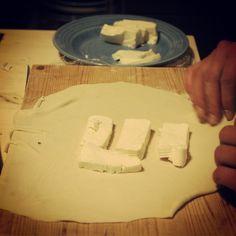 Making soft cheese stracchino tart