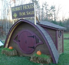 This would make a cute chicken coop. Hobbit Hole playhouses, sheds, cottages, saunas, more! - by Wooden Wonders Hobbit Hole, The Hobbit, Mini Chalet, Playhouse Outdoor, Playhouse Plans, Hobbit Playhouse, Meditation Rooms, Shed Design, Design Design