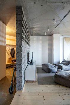 Двухкомнатная квартира в Санкт-Петербурге, Россия была спроектирована дизайнерами студии INT2 architectire