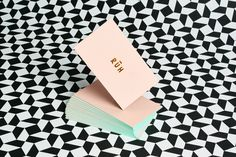 <p>RÜH Collective is a luxury women fashion brand created by freelancers from New York, London, and Istanbul. If RÜH's clothing style is minimalist, loose and discreet, its identity reworked by Leta S