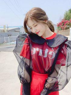 Gfriend-Sowon 190710 official update Kpop Girl Groups, Korean Girl Groups, Kpop Girls, Yoona, Snsd, Airport Style, Airport Fashion, Gfriend Sowon, Red Velvet Seulgi