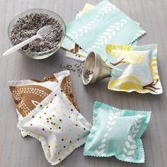 Your laundry will always smell spring clean with these awesome DIY scented sachets from Martha Stewart!
