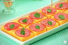 Este aperitivo de polenta é superfácil de fazer e ainda rende 25 unidades, não é incrível? Separe já os ingredientes e faça para a família e amigos!