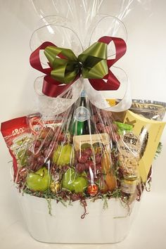 48 Ideas For Fruit Basket Hamper Gift Ideas Gourmet Baskets, Gift Baskets, Hamper Gift, Diwali Gift Hampers, Fruits Drawing, Fruit Packaging, Wedding Gift Wrapping, Fruit Gifts, Fruit Decorations