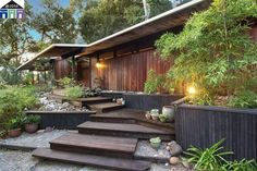 This 1961 Mid-Century House Was Designed To Embrace Spaciousness Mid Century Home in California de Roger Lee – extérieur Mid Century Ranch, Mid Century House, Mid Century Style, Modern Landscape Design, Modern House Design, Midcentury Modern House Plans, Modern Exterior, Exterior Design, Mid Century Landscaping