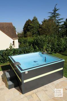 Vêtue de noir et de vert, cette doodoopool est devenue un produit de référence sur le marché de la mini piscine en France.