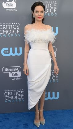 Critics' Choice Awards 2018 Dresses - Angelina Jolie in Ralph and Russo Angelina Jolie Pictures, Angelina Jolie Photos, Lara Croft, Celebrity Dresses, Celebrity Style, Brad Pitt, Playboy, Red Bridesmaid Dresses, Red Carpet Dresses