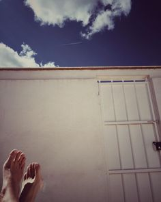 👣👣👣... #zdm #piesdescalzos #buenosdias #barefoot #goodmorning #weekend #relax #sun #white #nubes #fashion #cute #nature #happy
