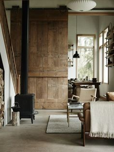 Farmhouse Living Room Decor Ideas - These Spectacular Living Spaces with Farmhouse Design will take your breath away. The shades, appearance, devices will motivate you for days! Interior Barn Doors, Home Interior, Interior And Exterior, Country Interior, Interior Decorating, Simple Interior, Decorating Tips, Style Loft, Living Spaces