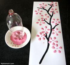 Fleurs en peinture avec bouteille de plastique