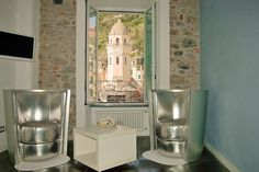 Lovely Campanin in Vernazza http://www.cinqueterreriviera.com/cinqueterre/services-for-travelers/seaview-aparment-vernazza-campanin/