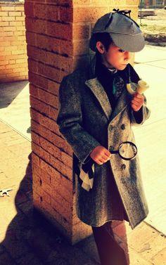Mini Sherlock Holmes cosplay