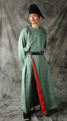 Traditional Chinese clothes-hanfu   Men's fashion in Tang dynasty: armor, yuanlingpao and hufu. The weapons are Tangdao唐刀 (Tang dynasty swords)