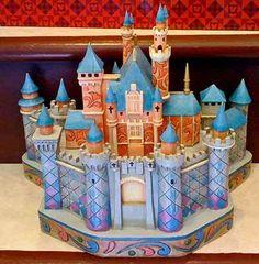 Sleeping Beauty's True Love's Castle : Jim Shore and Disney Traditions Disney Day, Disney Home, Cute Disney, Disney Magic, Disney Parks, Disney Statues, Disney Figurines, Aurora Disney, Deco Disney