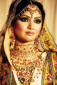 Bangladeshi Bride With Traditional Dress Sari And Jewelry http://www.travel-bangladesh.net/