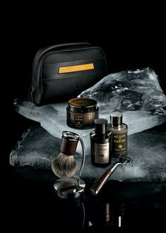 These gifts are perfect if you want to create something tailored to a specific person. Guys Grooming, Men's Grooming, Handmade Gifts For Men, Unique Gifts For Men, Shaving Set, Men Shaving, Shaving Cream, Mens Bday Gifts, Straight Razor Shaving