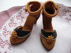 Gingerbread hig heels. Patterns: http://ebetys.blogspot.fi/2012/11/piparkorkokenkien-ohje.html