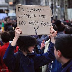 En costume-cravate sont les vrais voyous #bayrou #archive 2017-02-19 #stopcorruption #manifestation #report (Real crooks wear white collars)