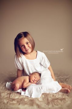 Newborn and Sibling Photo Inspiration.