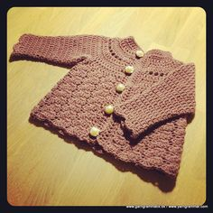 Baby Cardigan mit & Rezeptfrei The post Baby Strickjacke mit & Free & appeared first on Holiday World. Crochet Baby Sweaters, Crochet Cardigan, Crochet Clothes, Diy Clothes, Baby Cardigan, Baby Pullover, Baby Barn, Baby Makes, Baby Knitting Patterns