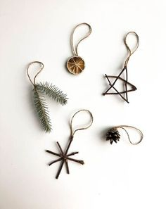 Nature Ornaments - Planted in the Woods Natural Ornaments - .- Nature Ornaments – Planted in the Woods Naturverzierungen – im Wald gepflanz… Nature Ornaments – Planted in the Woods Natural ornaments – planted in the forest - Noel Christmas, Simple Christmas, All Things Christmas, Winter Christmas, Christmas Crafts, Natural Christmas Decorations, Natural Christmas Ornaments, Homemade Christmas, Diy Decorations For Home