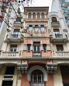 Thank you Mina Karagianni-Gritzali ! Thessaloniki houses and facades Greek Art, Macedonia, Natural Wonders, Far Away, Athens, Places To Visit, Europe, Landscape, Facades