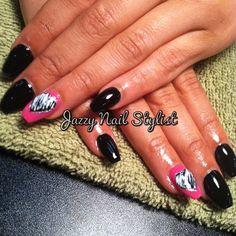 Black squalettos with heart #jazzynailstylist #squalettos #black #negro #preto #pretty #atl #atlnailtech #hotlanta #pink #heart #nailpimp