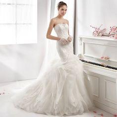 Find a Romantic Luxury Strapless Tiered Wedding Dress 2016 Beaded Lace Appliques Mermaid Wedding Dress Pretty Wedding Dresses for U !