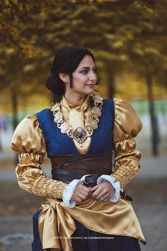 Cosplay: Josephine Montilyet - Dragon age Inquisition Cosplayer: Lorethia Cosplay Photo: Zeropuntosedici Photography