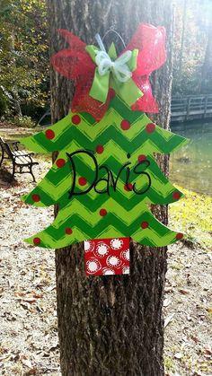 Christmas tree door hanger by ThePinkSpeckledFrog on Etsy https://www.etsy.com/listing/210216336/christmas-tree-door-hanger
