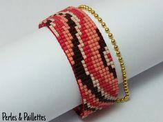 Tissage de perles de verre Miyuki, agrémenté dune chaînette à billes. Fermoir aimanté. Le tissage est entièrement réalisé à la main sur un
