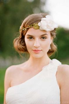 25 Wedding Hairstyles for Short Hair Lovely and Mesmerizing Bob Hair with Awesome Wavy Strands of Dirty Blonde Hair