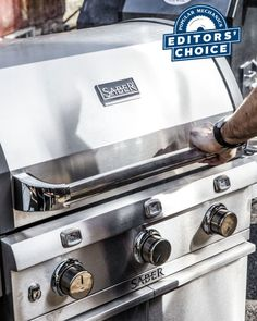 """Popular Mechanics reviewed the best grills in America and our SABER® 500 LP Cast Grill came out on top as """"Editor's Choice."""""""