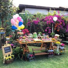 ito da estação mais florida do ano para celebrar o aniversário das crianças com uma festa no jardim.