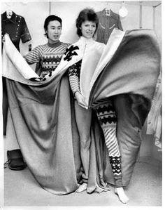 1973 - Kansai Yamamoto and David Bowie (photo by Masayoshi Sukita). David Bowie Starman, David Bowie Ziggy, Ziggy Played Guitar, Mick Ronson, Kansai Yamamoto, Aladdin Sane, The Thin White Duke, Japanese Fashion Designers, Major Tom