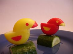 ducklings or birdies. You can make them easily with only red waxed babybel. Cute Food, Good Food, Funny Food, Sunday School Snacks, Babybel Cheese, Kawaii Bento, Edible Food, Edible Art, How To Eat Better