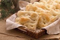La focaccia alla genovese, in dialetto fügassa,  è una specialità tipica della cucina ligure, ed è diventata un presidio slow food.